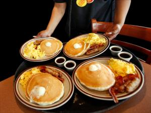 Qwanise Johnson serves free grand slam breakfast promotions at a Denny's in northeast Washington, Tuesday, Feb. 3, 2009. (AP Photo/Jacquelyn Martin)